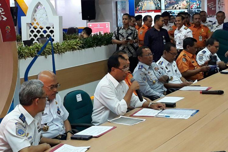 Menteri Perhubungan (Menhub) Budi Karya Sumadi memimpin konferensi pers terkait tenggelamnya KM Sinar Bangun di Kantor Kementerian Perhubungan, Jakarta, Rabu (20/6/2018).