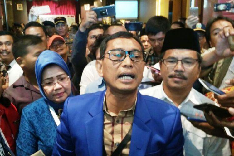 JR Saragih dinyatakan tak memenuhi syarat untuk maju menjadi calon gubernur Sumatera Utara, Senin (12/2/2018)