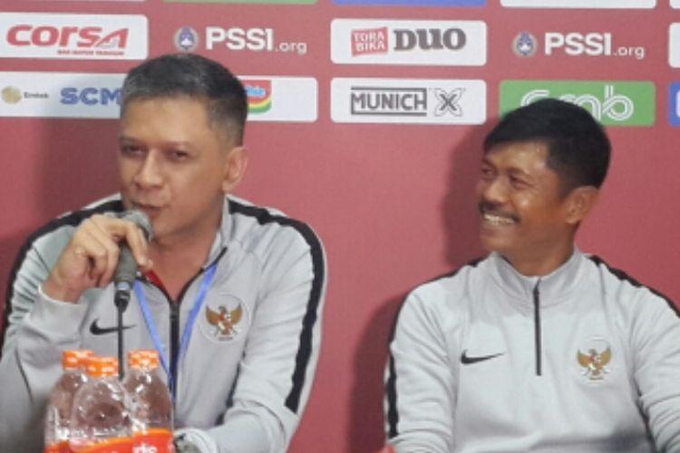Manajer Tim nasional U-22 Indonesia Iwan Budianto saat konferensi pers di Stadion Kanjuruhan, Kabupaten Malang, Minggu (10/2/2019)