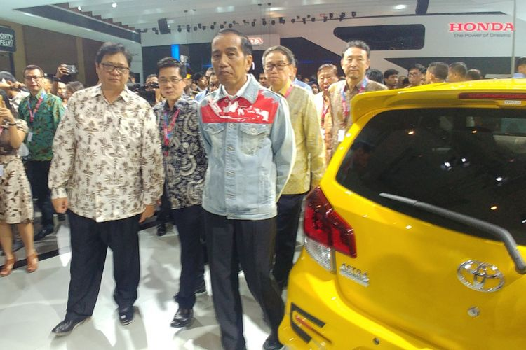 Presiden Joko Widodo menghadiri ajang Indonesia International Motor Show (IIMS) di Jakarta International Expo, Kemayoran, Jakarta, Kamis (19/4/2018).