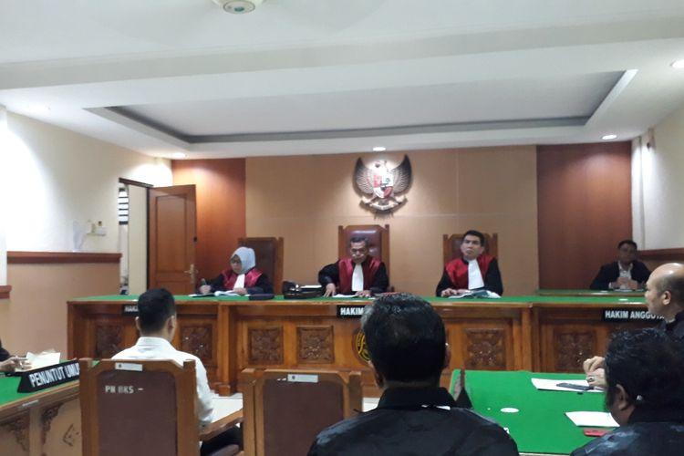 Sidang lanjutan terdakwa kasus pembunuhan satu keluarga di Bekasi, Haris Simamora di Pengadilan Negeri Bekasi, Senin (24/6/2019).