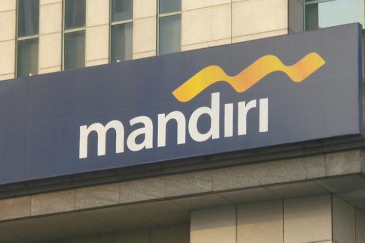 Logo Bank Mandiri di Plaza Mandiri, Jakarta.