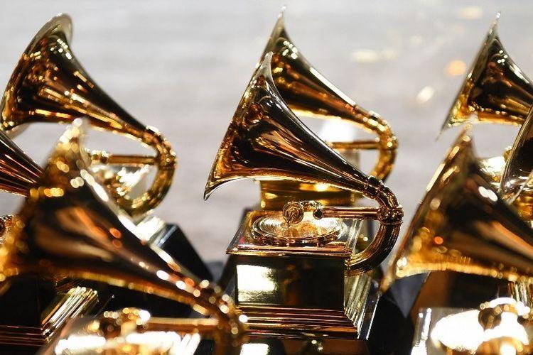 Piala Grammy Awards dipajang di ruang pers pada penyelenggaraan Grammy Awards ke-60 di New York pada 28 Januari 2018.