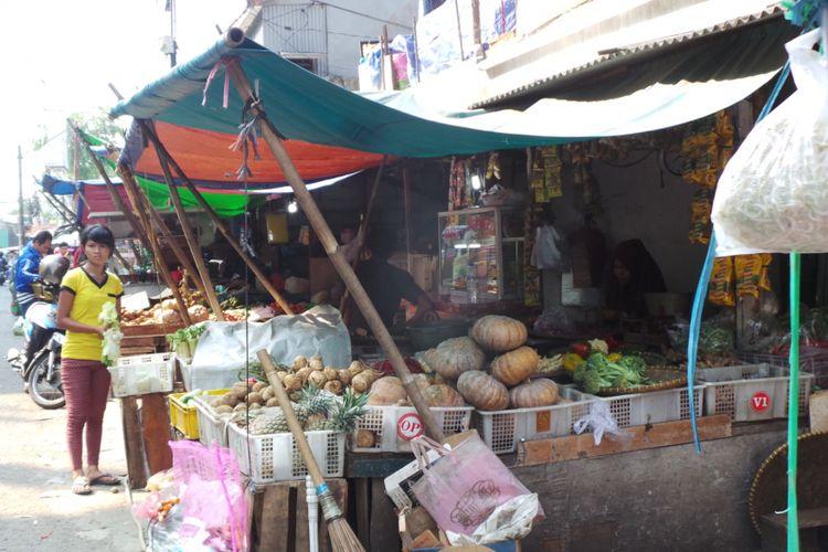 Pedagang sayur di Pasar Palmerah, Jakarta Barat.