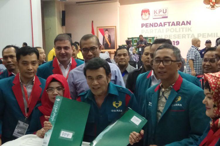Ketua Umum Partai Islam Damai Aman (Idaman), Rhoma Irama memimpin langsung partainya mendaftar sebagai calon peserta Pemilu 2019. Jakarta, Senin (16/10/2017).