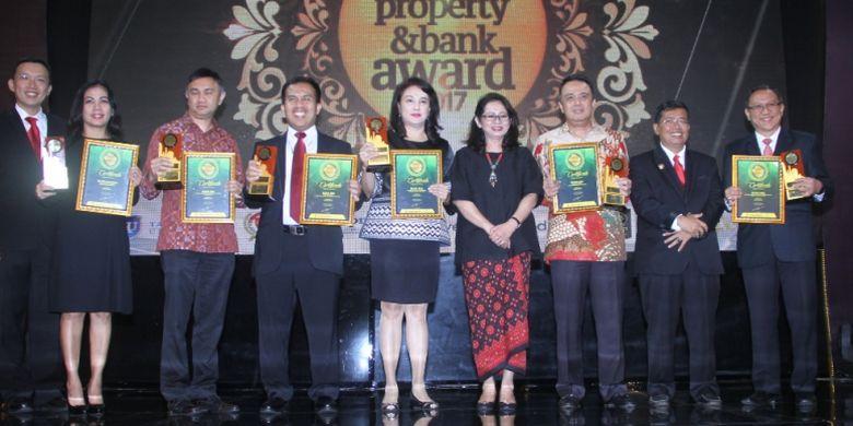Majalah Property & Bank bersama Aliansi Jurnalis Properti dan Keuangan (AJPK), Kamis (9/11/2017) malam tadi di Hotel Mulia, Senayan, memberikan penghargaan kepada sejumlah pihak, mulai tokoh properti, pengembang properti, perbankan, dan lainnya.