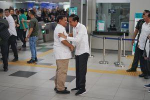 """Jokowi Sebut """"Lamun Sira Sekti, Aja Mateni"""", Apa Maksudnya?"""
