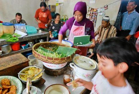 Asal Usul Pecel, Makanan untuk Semua Kalangan yang Kaya Gizi