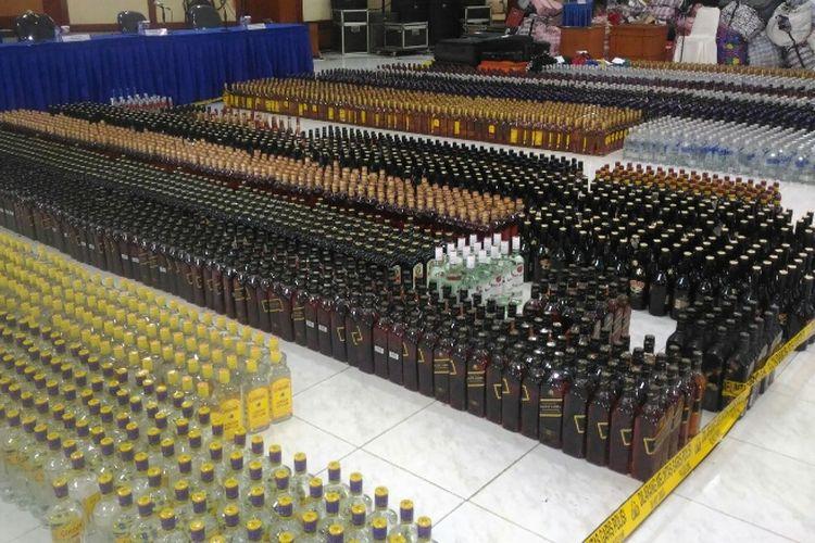 Ditpolair Baharkam Polri menggagalkan penyelundupan 6.900 botol miras ilegal dan 58 pak cerutu dari Malaysia dan Singapura melalui Pelabuhan Kijang, Kepulauan Riau.