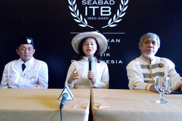 Dari kiri ke kanan, Rektor Institut Teknlogi Bandung (ITB) Kadarsah Suryadi, Ketua Majelis Wali Amanat ITB Betti Alisjahbana, dan Ketua Panitia Penyelenggara Seabad ITB Benedictus Boy Kombaitan.