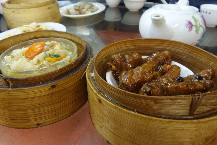 Menu dimsum di restoran Lin Heung Kui di daerah Sheung Wan, Hongkong.