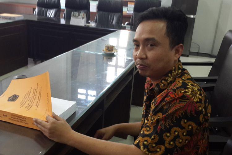 Subur Triono, anggota DPRD Kota Malang saat ditemui di ruang kerjanya, Selasa (4/9/2018)