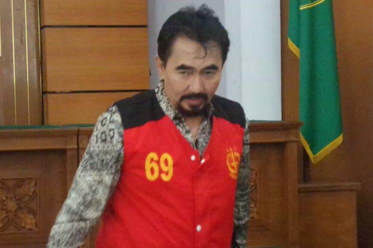 Gatot Brajamusti menjalani sidang pertama kasus dugaan kepemilikan senjata api ilegal dan satwa langka di Pengadilan Negeri Jakarta Selatan, Selasa (10/10/2017).