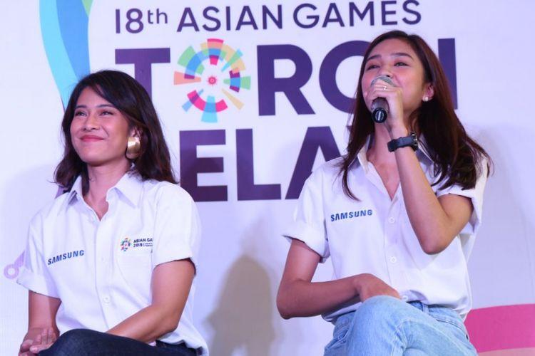Dian Sastro dan Mikha Tambayong saat jumpa pers Samsung Galaxy Team Asian Games di Hotel Atlet Century, Jakarta Pusat, Rabu (11/7/2018).