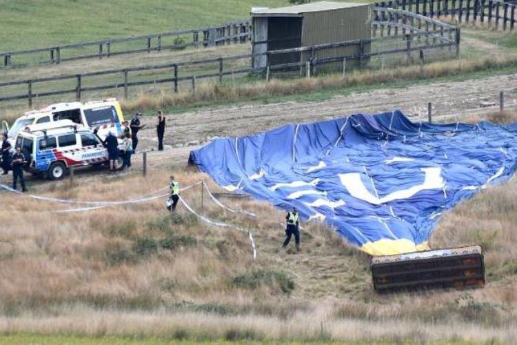 Balon udara yang mengangkut 16 orang mendarat dengan keras di Australia, Kamis (8/2/2018) pagi. (Herald Sun)