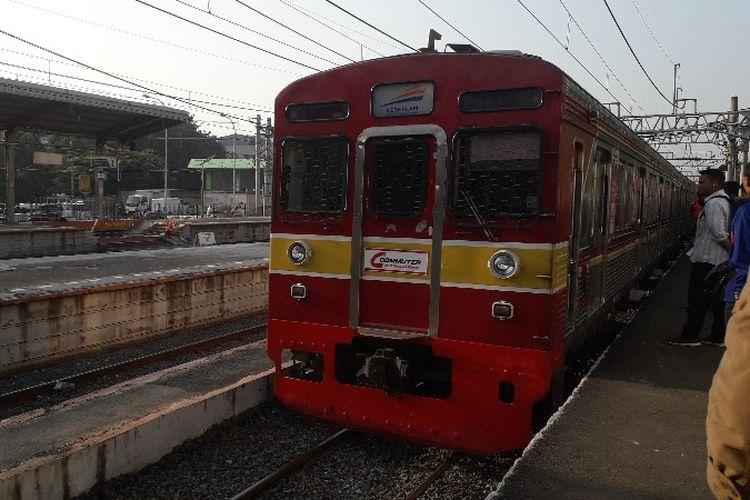 Kereta Rel Listrik (KRL) Lintas Duri - Tangerang di Stasiun Duri pada Kamis (5/4/2018).