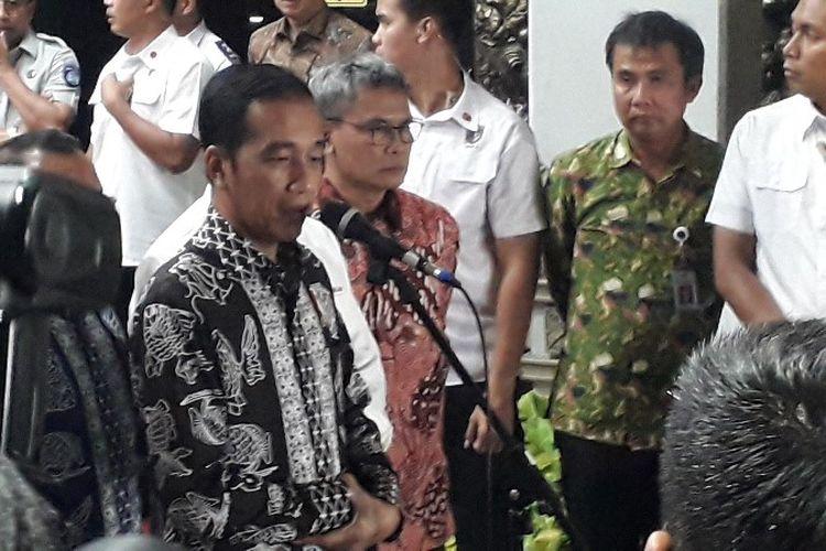 Presiden Republik Indonesia Joko Widodo saat menyampaikan ucapam bela sungkawa dalam kecelakaan Lion Air JT610 pada Senin (29/10/2018) di Bandara Soekarno-Hatta, Cengkareng, Tangerang.