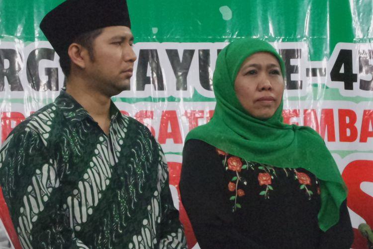 Ketua Umum PPP Romahurmuziy resmi menetapkan Khofifah Indar Parawansa dan Emil Dardak sebagai calon kepala daerah Jawa Timur di DPP PPP, Jakarta, Jumat (5/1/2018) malam.