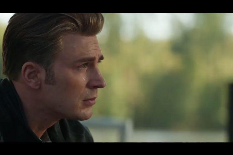 Steve Rogers alias Captain America tampak menangis dalam sebuah adegan Avengers: Endgame.