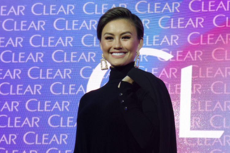 Penyanyi sekaligus brand ambassador Clear Agnez Mo hadir dalam acara peluncurn kampanye terbaru Clear di Empirica, SCBD, Jakarta, Jumat (21/9/2018).