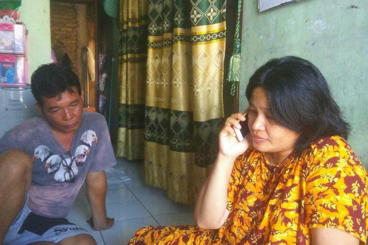 Henny Silalahi dan suaminya Rudianto Simanjorang di rumah mereka di Jalan H Jaung, Benda, Tangerang, Sabtu (9/9/2017).