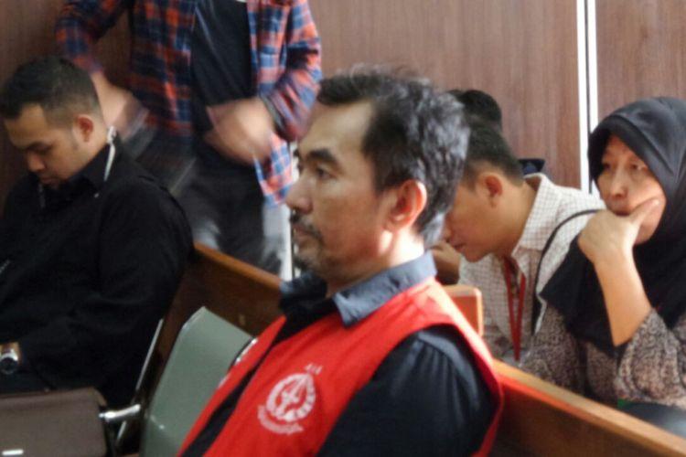 Gatot Brajamusti saat menjalani sidang tuntutan untuk kasus kepemilikan senjata api ilegal dan satwa liar di Pengadilan Negeri Jakarta Selatan, Rabu (14/3/2018).