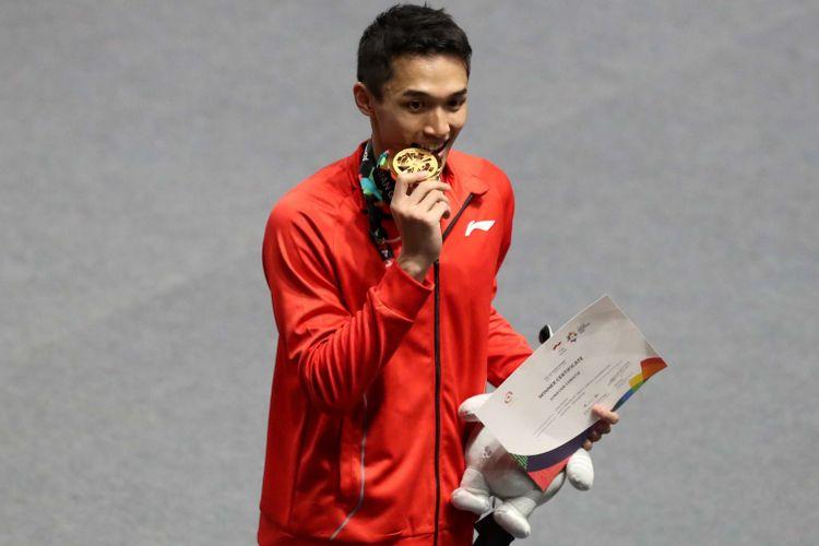 Tunggal putra Indonesia, Jonatan Christie, menyabet medali emas nomor perseorangan cabang olahraga bulu tangkis Asian Games 2018 dalam partai final di Istora Senayan, Jakarta, Selasa (28/8/2018). Jonatan menaklukkan wakil Taiwan, Chou Tien Chen.