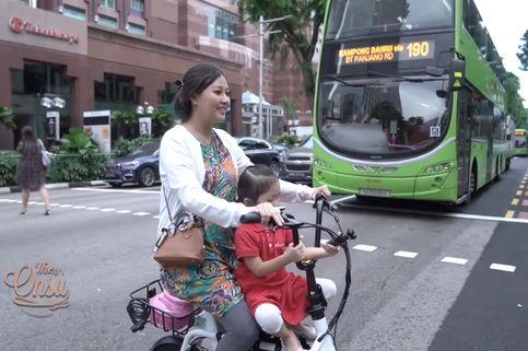 Alasan Mengharukan di Balik Aksi Sarwendah Antar Anak ke Sekolah Pakai Sepeda