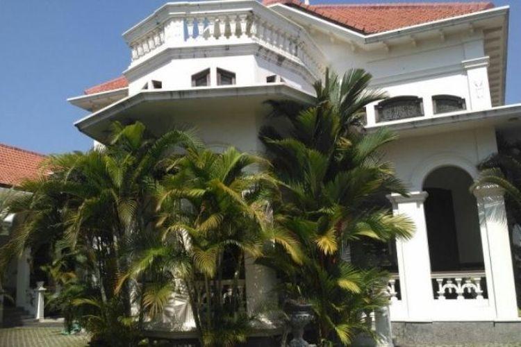 Bangunan utama berlantai dua di rumah Djoko Susilo di Sondakan, Laweyan, Solo, Kamis (12/10/2017) pagi.