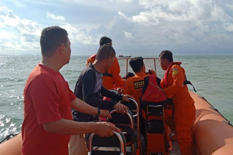 Satu buah kapal pompong nelayan pulau Karas, Batam, Kepulauan Riau mengalami musibah.  Kapal pompong ini diduga dihamtam ombak hingga membuat pompong tersangkut dan hanyut.