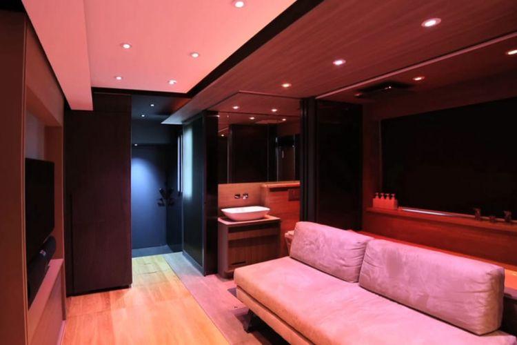 LAAB Architects merancang ulang ruangan yang awalnya hanya berukuran 28 meter persegi menjadi layaknya rumah seluas 92 meter persegi.