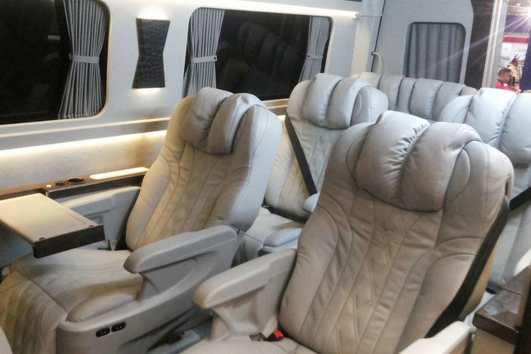 Modifikasi kabin Toyota Hi Ace hasil kreasi Baze Luxury Bus Specialist yang dipamerkan di IIMS 2018, Kamis (26/4/2018).