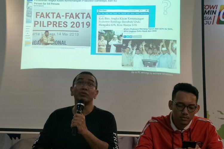Juru bicara TKN Jokowi-Maruf, Arya Sinulingga menantang BPN Prabowo-Sandiaga adu data C1 di KPU. Ini disampaikan dalam konferensi pers di Posko Cemara, Kamis (16/5/2019). (KOMPAS.com/JESSI CARINA )