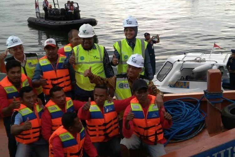 Menhub Budi Karya Sumadi saat mengunjungi Pelabuhan Soekarno-Hatta, Makassar, Sulawesi Selatan, dalam rangka menghibahkan 24 kapal pelra ke 24 kabupaten/kota, Kamis (19/4/2018).