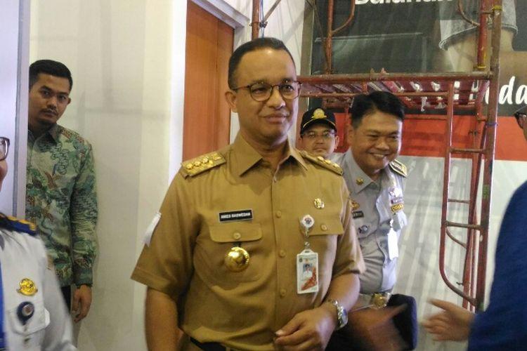 Gubernur DKI Jakarta Anies Baswedan datang ke Stasiun Sudirman Baru untuk menyambut Presiden Joko Widodo, Selasa (2/1/2018).