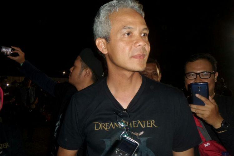 Gubernur Jawa Tengah Ganjar Pranowo menghadiri festival musik JogjaRockarta yang digelar di Stadion Kridosono, Yogyakarta, Jumat (29/9/2017).