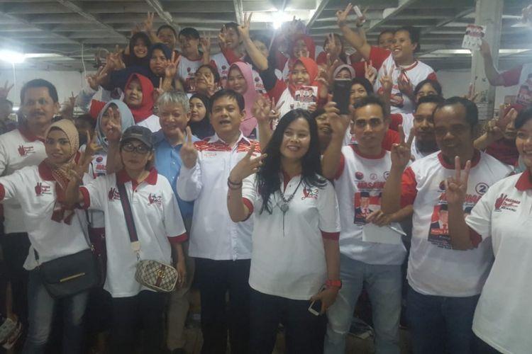 Ketua Tim Pemenangan Hasanah, Abdy Yuhana bersama ratusan buruh PT Baru dan Jaya di kawasan Babakan Ciparay, Kota Bandung, Rabu (7/6/2018).