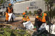 Pasukan Oranye hingga Pasukan Hijau Gotong Royong Bersihkan Sisa Kerusuhan di Sarinah