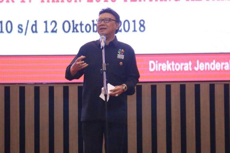Menteri Dalam Negeri Tjahjo Kumolo ketika berkunjung di Palembang, Sumatera Selatan dalam Kegiatan Rapat Koordinasi Nasional (Rakornas) regional II tahun 2018.