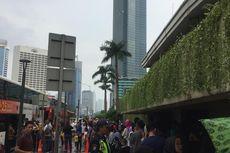 Libur Lebaran, Warga Keliling Naik Bus Wisata Lihat Lengangnya Jakarta