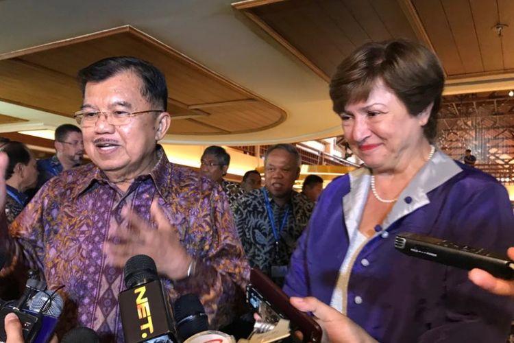 Wakil Presiden Jusuf Kalla bersama CEO Grup Bank Dunia Kristalina Georgieva saat menyampaikan informasi tentang bantuan bagi bencana di Lombok dan Palu, saat Pertemuan Tahunan IMF-Bank Dunia, Rabu (10/10/2018).