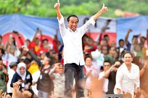 Saat Jokowi Tunjukkan Tangan Penuh Plester...