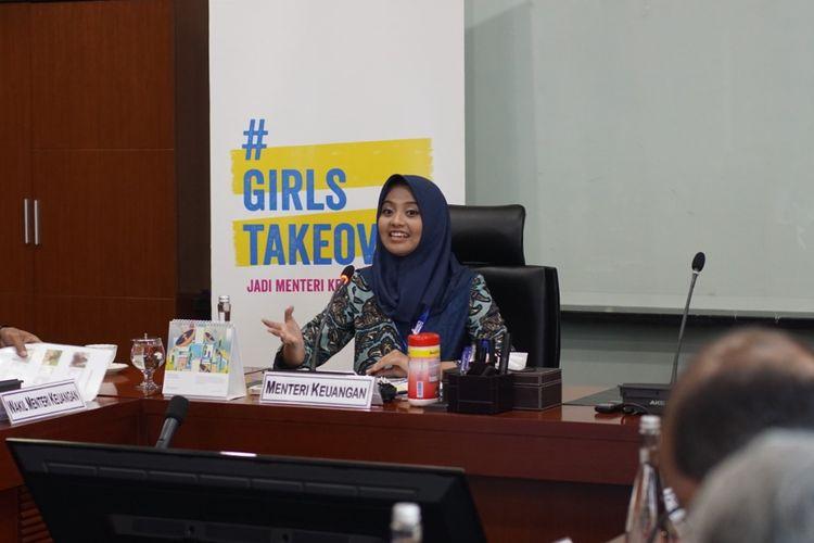 Tristania Faisa Adam (15) menjajal kesempatan menjadi Menteri Keuangan dalam sehari.