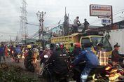 Pengemudi Mobil Bak Tewas Tertimpa Pohon Tumbang di Duren Sawit