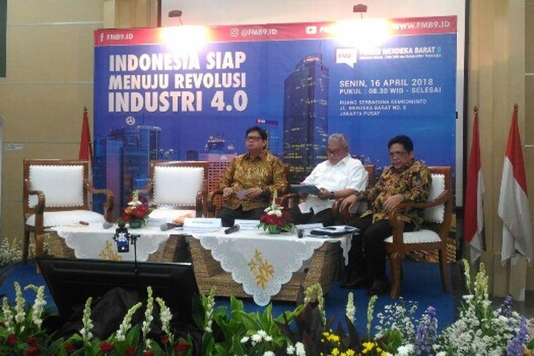Menteri Perindustrian Airlangga Hartarto menghadiri Forum Merdeka Barat di Gedung Kemenkominfo, Jakarta Pusat, untuk membahas kesiapan Indonesia menuju Revolusi Industri 4.0, Senin (16/4/2018).