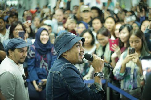 Glenn Fredly dan Tompi 'Ngamen' di Stasiun MRT Jakarta