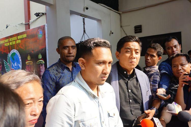 Anak sulung Nunung, Bagus Permadi saat ditemui di Dit Resnarkoba Polda Metro Jaya, Jakarta Selatan, Senin (22/7/2019).