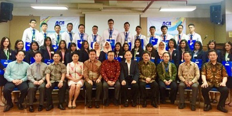 PT ACA menyelenggarakan ?Inaguration Ceremony? pengangkatan Program Beasiswa Magang angkatan ke XXIII serta Professional Insurance Program (PIP) Batch VIII dan IX di Ruang Aula STIE Trisakti, Jakarta (13/3/2018).
