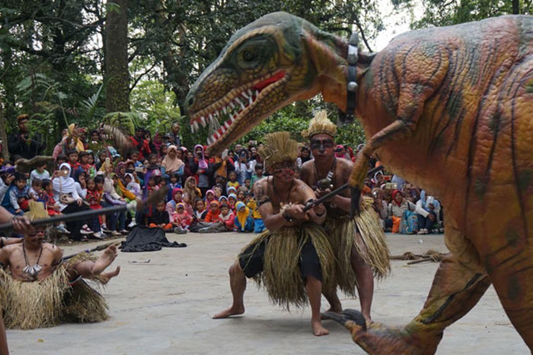 Travel - Dino Show di Mojosemi Forest Park-Magetan