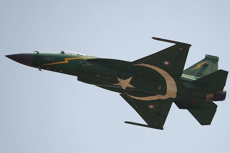 Jet tempur JF-17 milik Angkatan Udara Pakistan, hasil kerja sama dengan China.